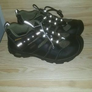 Keen Boys Hiking Sneakers sz. 2
